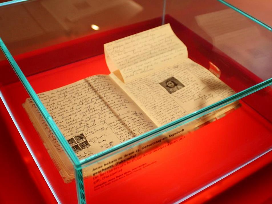 Cópia das páginas do diário original no Centro de Anne Frank, localizado em Berlim, onde se empenha na luta contra ações antissemitas.