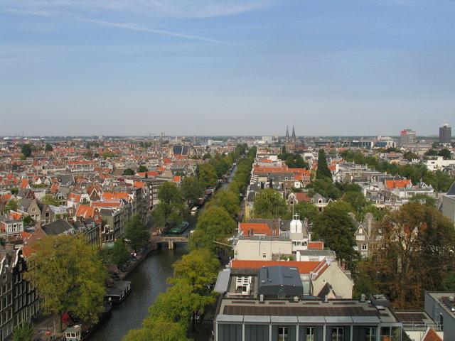 A vista panorâmica do Anexo Secreto, onde agora é o museu Casa de Anne Frank, visto de Westerkerk, em 2004.
