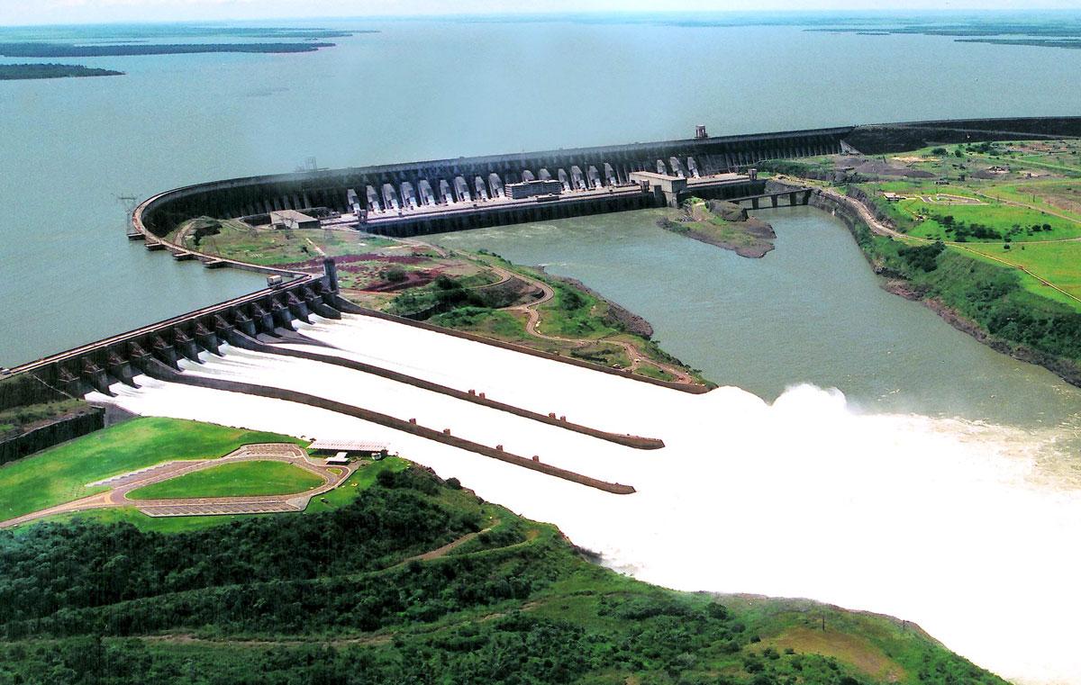 Vista aérea da Usina Hidrelétrica de Itaipu