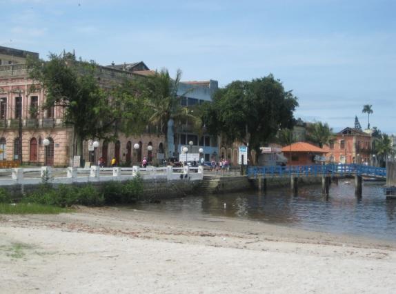 A Vila de Nossa Senhora do Rosário de Paranaguá foi o primeiro núcleo urbano do Paraná e surgiu com a exploração de ouro. Hoje possui um dos principais portos marítimos do país.